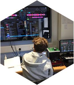 2021-hex_0002_Josh-Mixing-Different-Tempos-in-Trakor