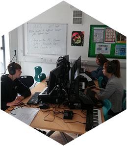 2021-hex_0003_Joe-and-Pheobe-Working